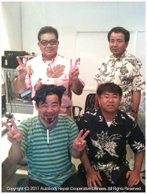 あば沖縄ラジオCM収録スタジオでの風景